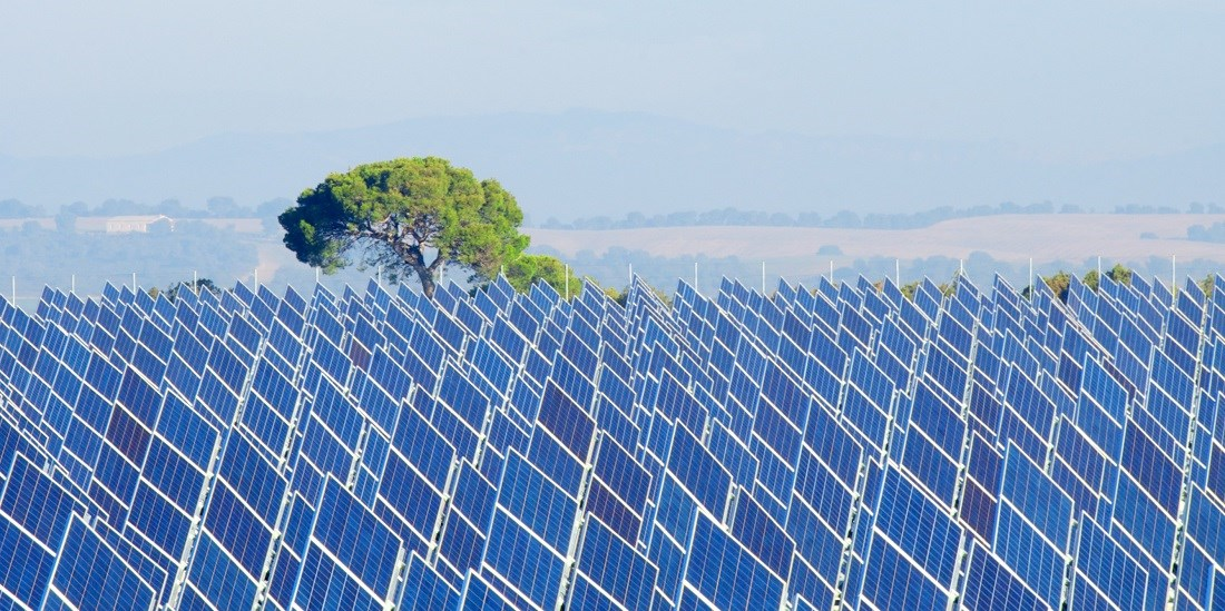 Making high-purity silicon for solar panels may become even more sustainable thanks to a new material. Photo: Colourbox